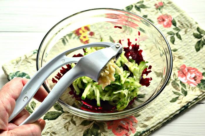 Салат из свеклы и консервы рыбной рецепт