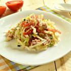 Диетический салат с курицей и кунжутом