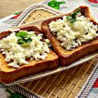 Гренки с соевым соусом и сыром
