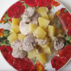 Картофель со свининой и грибами, тушеный в мультиварке