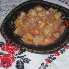 Картофель, тушеный с мясом и капустой