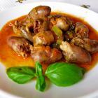 Куриные сердечки в томатном соусе