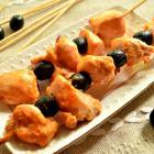 Куриный шашлычок с маслинами в духовке