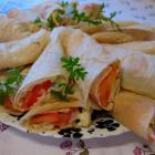 Лаваш с ленточным сыром и помидорами