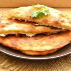 Лепешки с сырной начинкой на сковороде