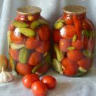 Маринованные помидоры с кабачками и огурцами