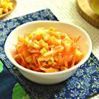 Морковный салат с кукурузой и кунжутом