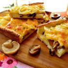 Открытый пирог с маринованными грибами и картофелем