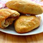 Печеные пирожки с капустой и курицей