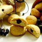 Песочное печенье с начинкой из черноплодной рябины