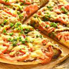 Пицца с баклажанами и чесночным соусом