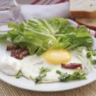 Польский полевой салат со шкварками и картофельной заправкой