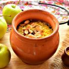 Пшенка с карамельными яблоками в горшочках