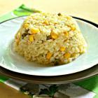 Рис с кукурузой и горошком на сковороде