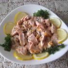 Салат из лосося с рисом и грибами