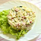 Салат из свежих огурцов и риса