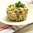Салат из тунца с зеленым горошком