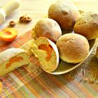 Сладкие булочки с абрикосами