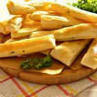 Слоеные палочки с сыром и зеленью