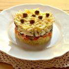 Слоеный рыбный салат с сыром
