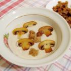 Суп-пюре из шампиньонов с сухариками