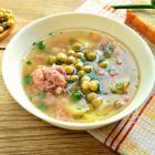 Суп с фрикадельками, горошком и зеленью