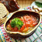 Суп с копченым салом и овощами в горшочке