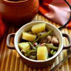 Свинина с картофелем и стручковой фасолью в горшочке