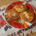 Сырники с манкой и консервированной вишней