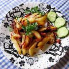 Жареный картофель с копченой грудинкой и луком