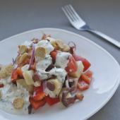 Американский овощной салат с сухариками под соусом Ранч