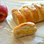 Батон с яблочной начинкой