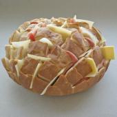 Фаршированный закусочных хлеб в духовке