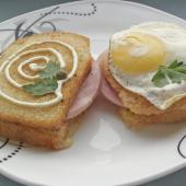 Французский завтрак крок-мадам и крок-месье