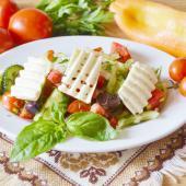 Греческий салат с мятой и орегано