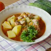 Картошка с тушенкой и зеленью