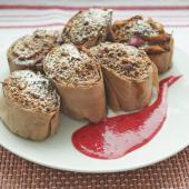 Лодочки Фило с клюквенно-сметанным кремом под шоколадно-ореховой крошкой