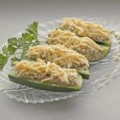 Лодочки из свежих огурцов, фаршированные рыбным салатным муссом под сыром