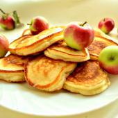 Медово-яблочные оладьи