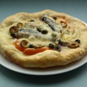 Мини-пиццы со шпротами