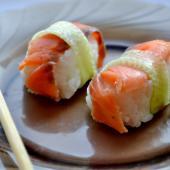 Нежные нигири суши с семгой