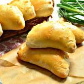Печеные пирожки с рубленым картофелем и зеленью
