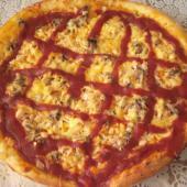 Пицца из дрожжевого теста с грибами и куриным филе
