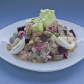 Рейнский салат с сельдью и говядиной