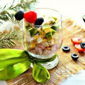Салат-коктейль с авокадо и крабовыми палочками