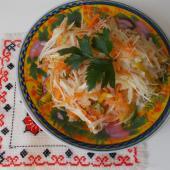Салат из капусты с курагой