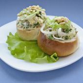 """Салат """"Новогодняя корзинка"""" с кедровыми орехами и белыми грибами"""