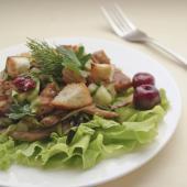 Салат с курицей и вишней под масляной заливкой