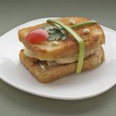 Сэндвич с курицей в арахисовом соусе