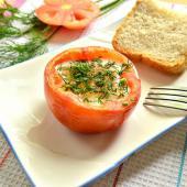 Яичница с зеленью в помидоре